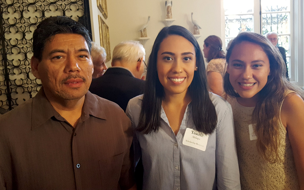 Yesenia Aldapa, center, with sister Adilene and dad Ruden.