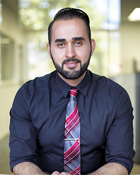 Meet Program Advisor Raul Aguilera